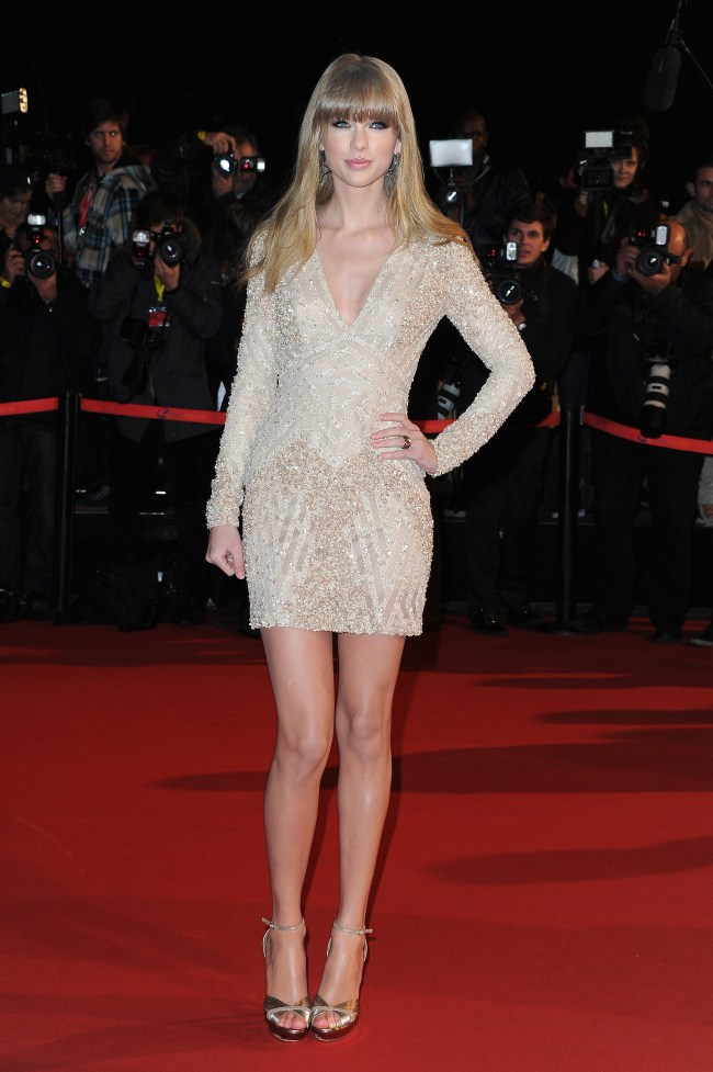 taylor elie1 Taylor Swift in Elie Saab at the 2013 NRJ Music Awards