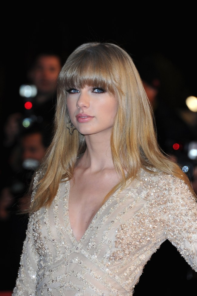 taylor elie3 Taylor Swift in Elie Saab at the 2013 NRJ Music Awards