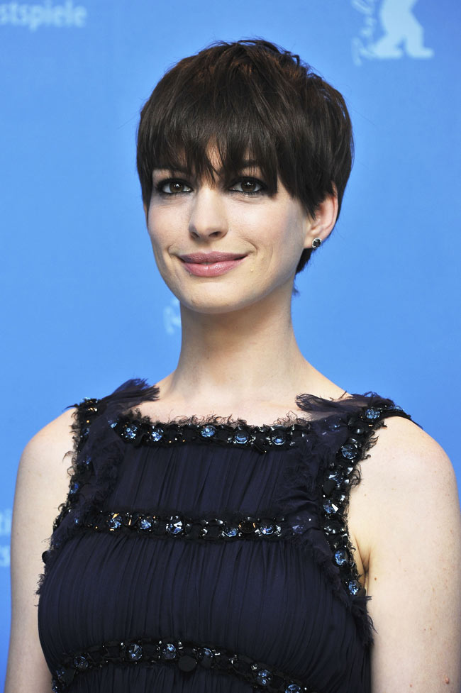 Anne Hathaway Chanel1 Anne Hathaway in Chanel Haute Couture at the 63rd Berlinale International Film Festival