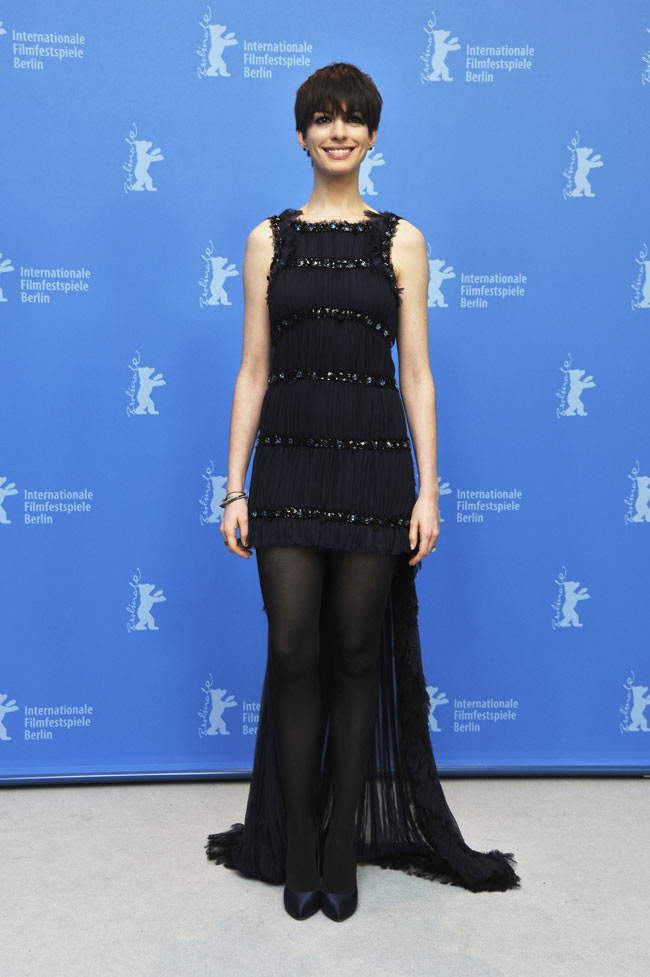 Anne Hathaway Chanel2 Anne Hathaway in Chanel Haute Couture at the 63rd Berlinale International Film Festival