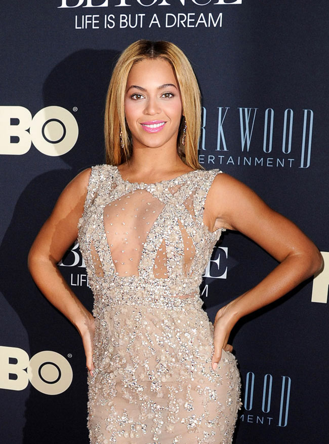 Beyonce Elie Saab2 Beyonce in Elie Saab at Beyonce: Life Is But A Dream New York Premiere