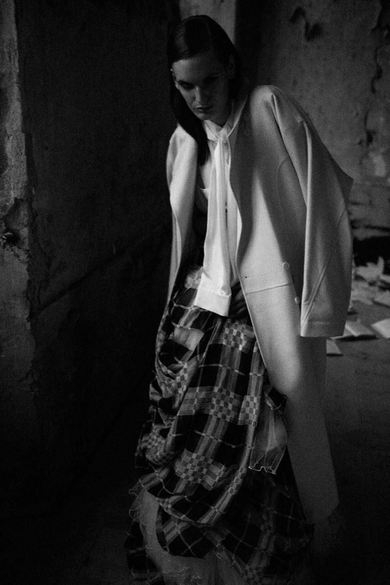 Carolina Sjöstrand is Grunge Chic for Dahse Magazine by Ceen Wahren