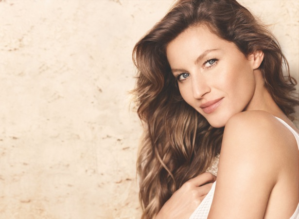 Chanel Gisele1 Gisele Bundchen Lands First Chanel Campaign with Les Beiges Collection