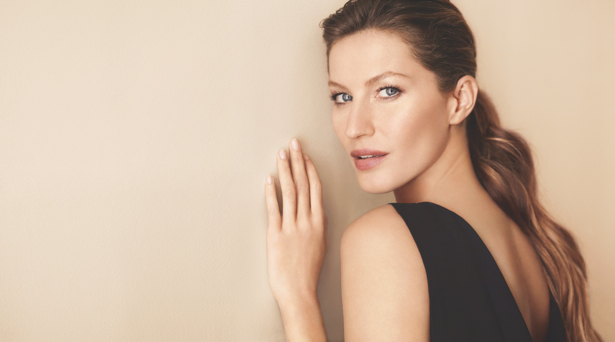 Chanel Gisele2 Gisele Bundchen Lands First Chanel Campaign with Les Beiges Collection