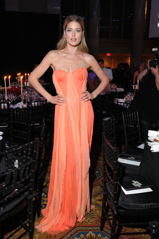Doutzen Amfar1 Doutzen Kroes in J. Mendel at the amfAR New York Gala