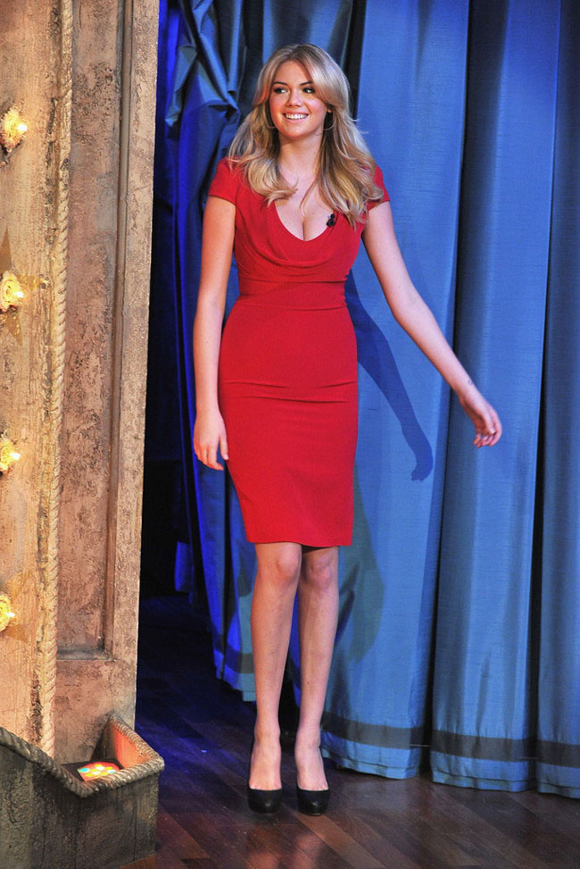 Kate Upton McQueen2 Kate Upton in Alexander McQueen at Late Night with Jimmy Fallon