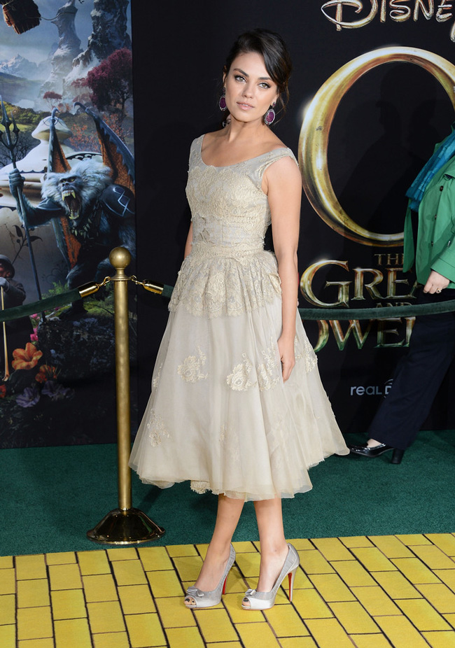 Mila Dolce2 Mila Kunis in Dolce & Gabbana at Oz The Great and Powerful LA Premiere