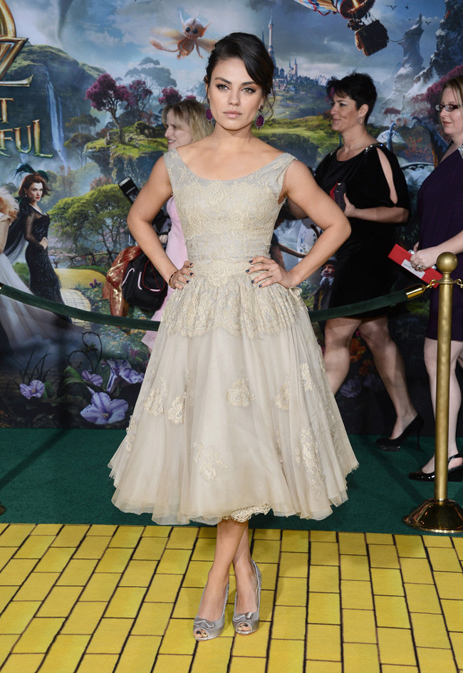 Mila Dolce3 Mila Kunis in Dolce & Gabbana at Oz The Great and Powerful LA Premiere