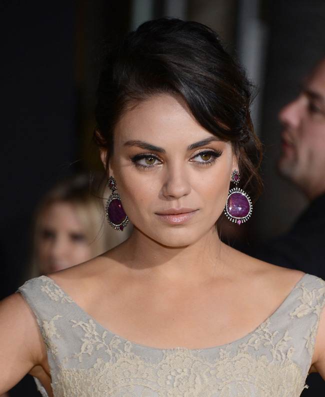Mila Dolce4 Mila Kunis in Dolce & Gabbana at Oz The Great and Powerful LA Premiere