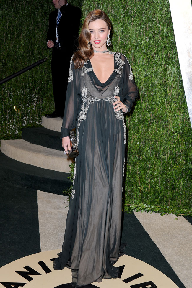 Miranda Valentino3 Miranda Kerr in Valentino Haute Couture at the 2013 Vanity Fair Oscar Party