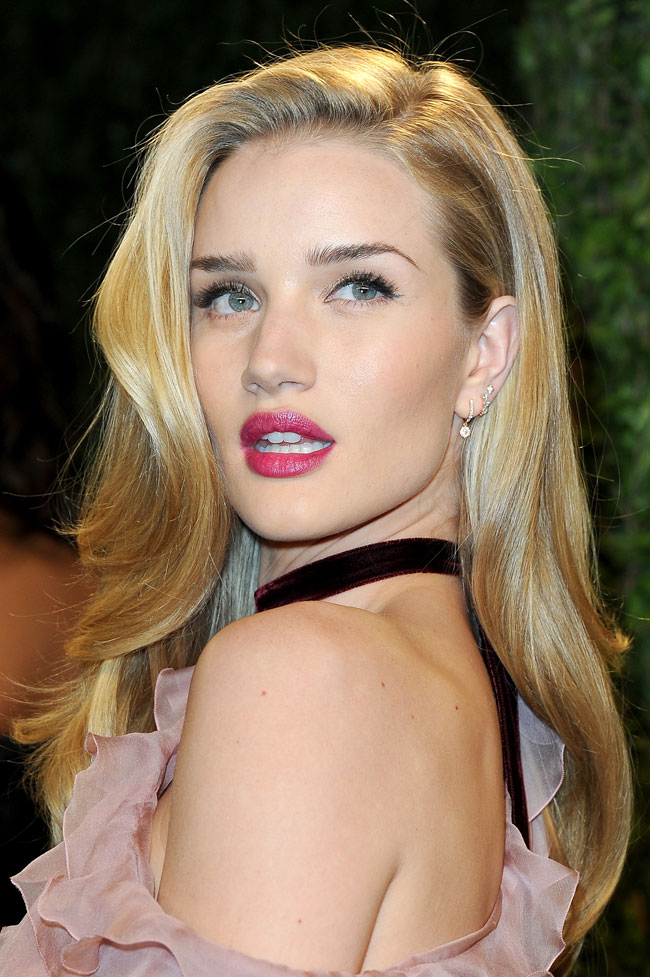 Rosie Valentino3 Rosie Huntington Whiteley in Valentino Haute Couture at the 2013 Vanity Fair Oscar Party