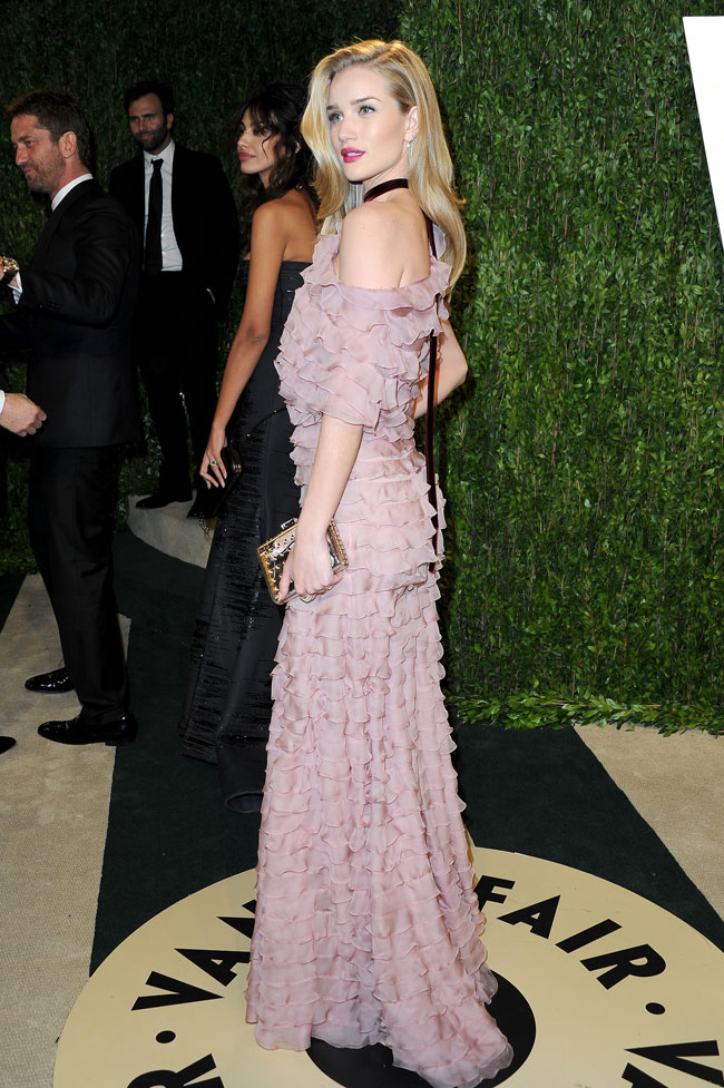 Rosie Valentino5 Rosie Huntington Whiteley in Valentino Haute Couture at the 2013 Vanity Fair Oscar Party