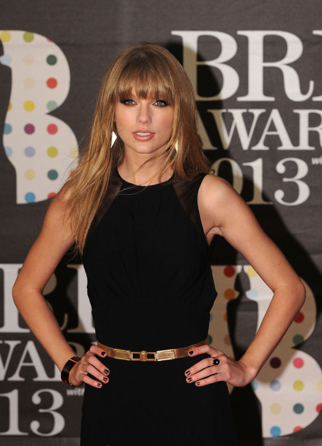 T Swift2 Taylor Swift in Elie Saab at the 2013 Brit Awards