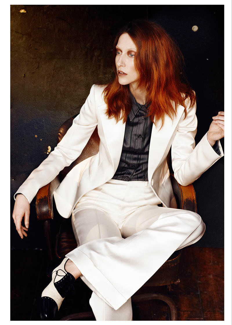 alana zimmer david bowie vogue russia4 Alana Zimmer Channels David Bowie for Vogue Russias March Issue by Emma Tempest