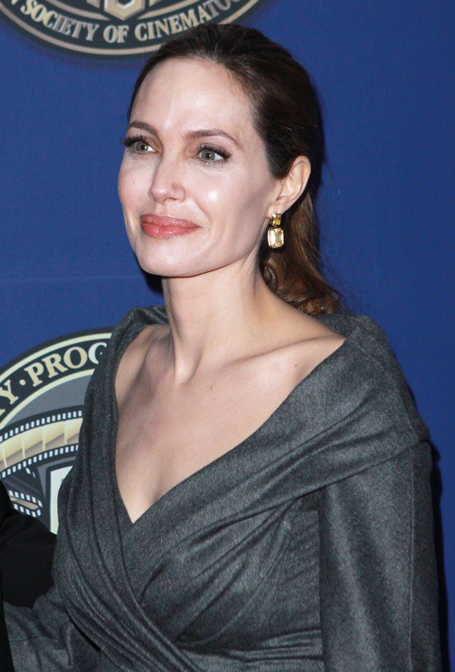 angelina jolie versace4 Angelina Jolie in Atelier Versace at the 27th American Society of Cinematographers Awards