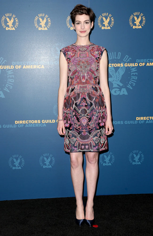 anne valentino1 Anne Hathaway in Valentino Haute Couture at the 65th Annual DGA Awards