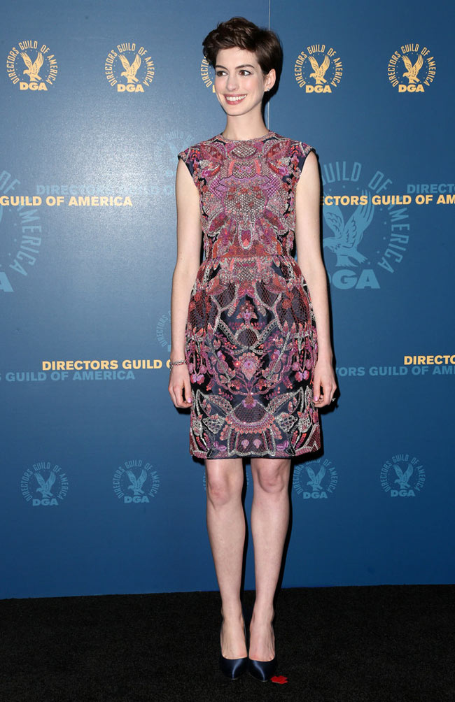 anne valentino3 Anne Hathaway in Valentino Haute Couture at the 65th Annual DGA Awards