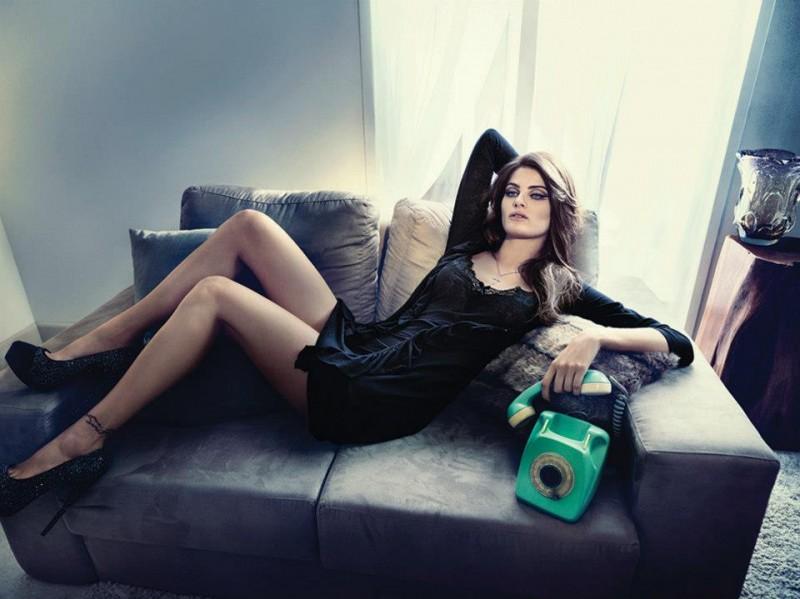 isabeli fontana lingerie campaign11 800x599 Isabeli Fontana Seduces for Un.i Lingerie Winter 2013 Campaign