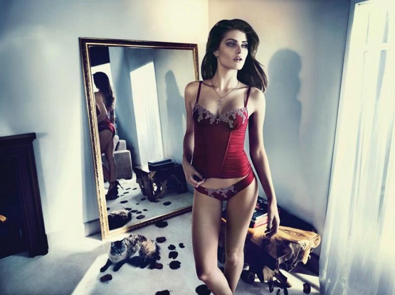 isabeli fontana lingerie campaign13 800x599 Isabeli Fontana Seduces for Un.i Lingerie Winter 2013 Campaign