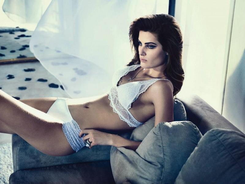 isabeli fontana lingerie campaign2 800x599 Isabeli Fontana Seduces for Un.i Lingerie Winter 2013 Campaign