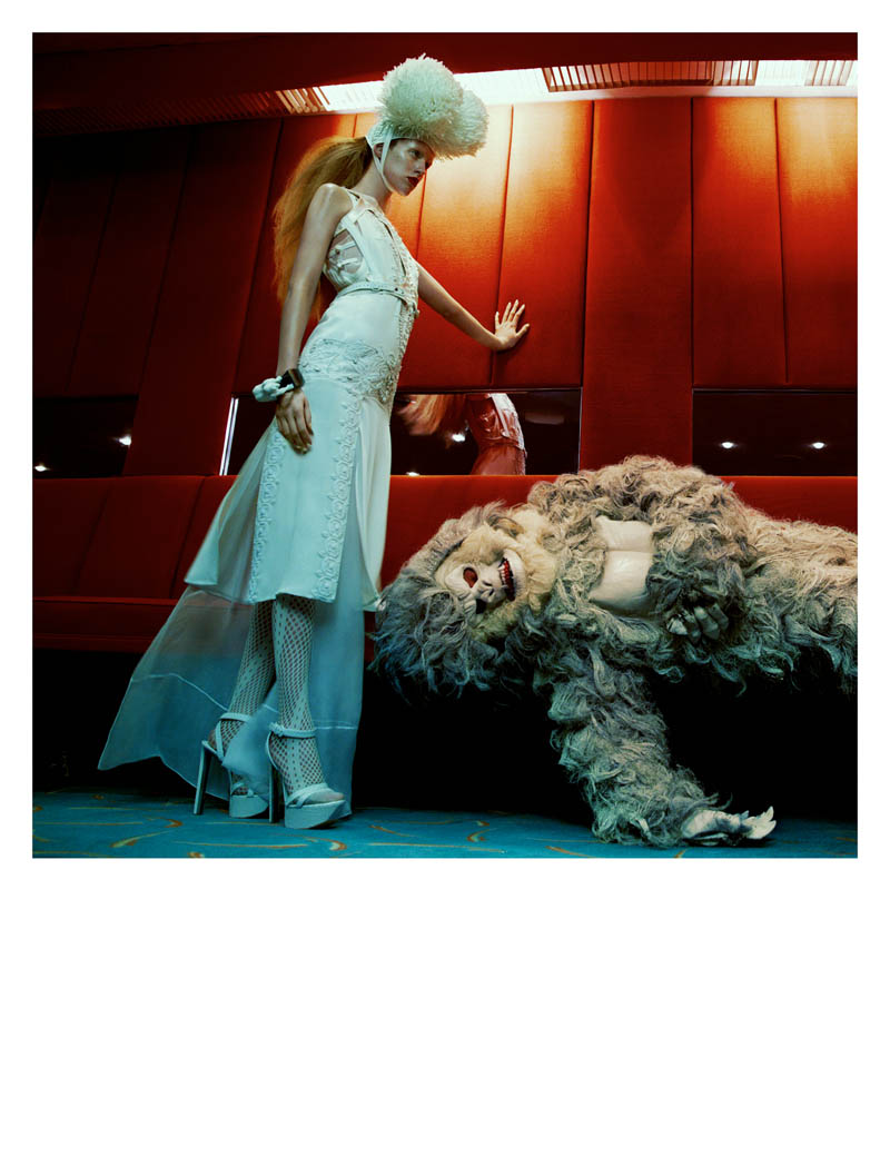 julia frauche greg kadel numero9 Julia Frauche Has a Strange Encounter for Numéro #141 by Greg Kadel