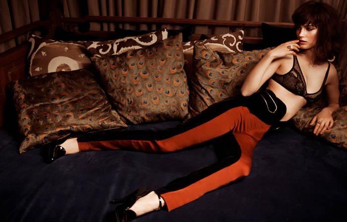 Ksenia Nazarenko Gets Bedroom Ready for Dominical Magazine by Daniel Bartolome