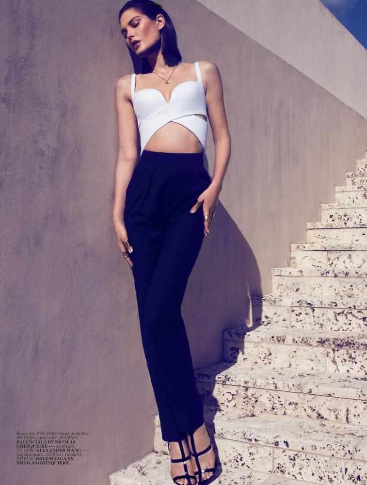 catherine mcneil vogue turkey3 Catherine McNeil Sports Sleek Spring Looks for Vogue Turkey