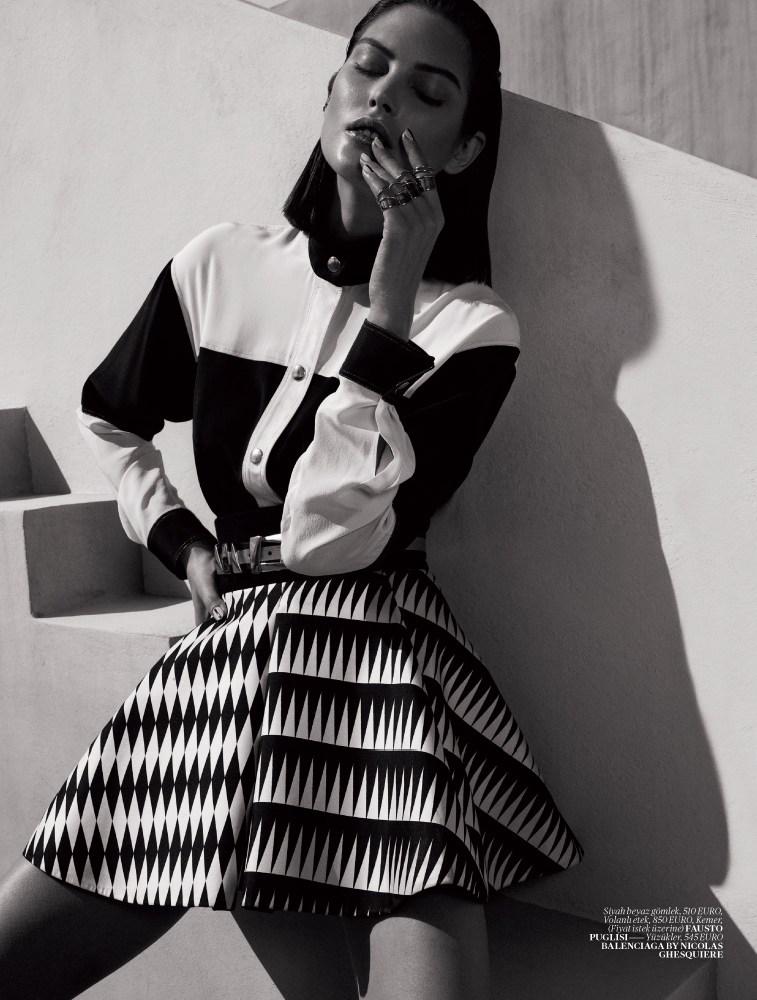 catherine mcneil vogue turkey4 Catherine McNeil Sports Sleek Spring Looks for Vogue Turkey