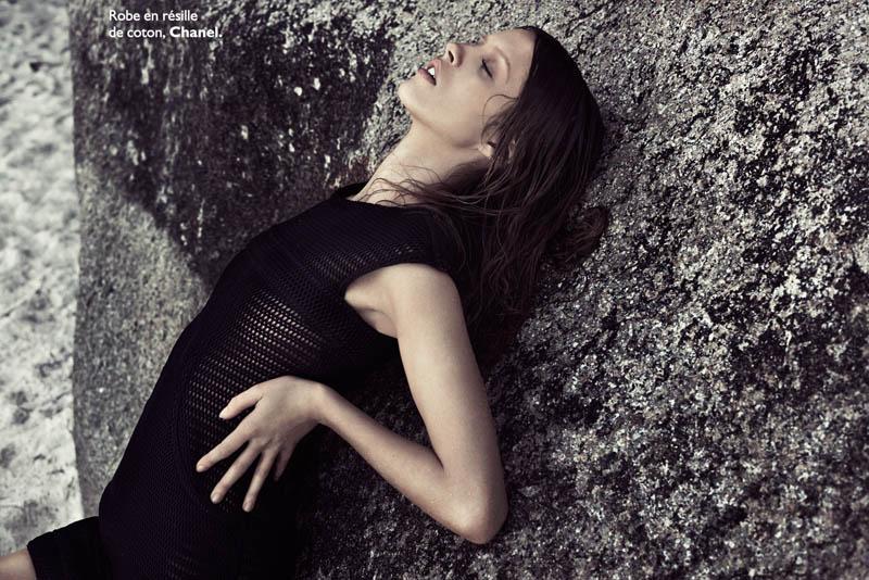 Julia Frauche Hits the Beach for Grazia France by Honer Akrawi