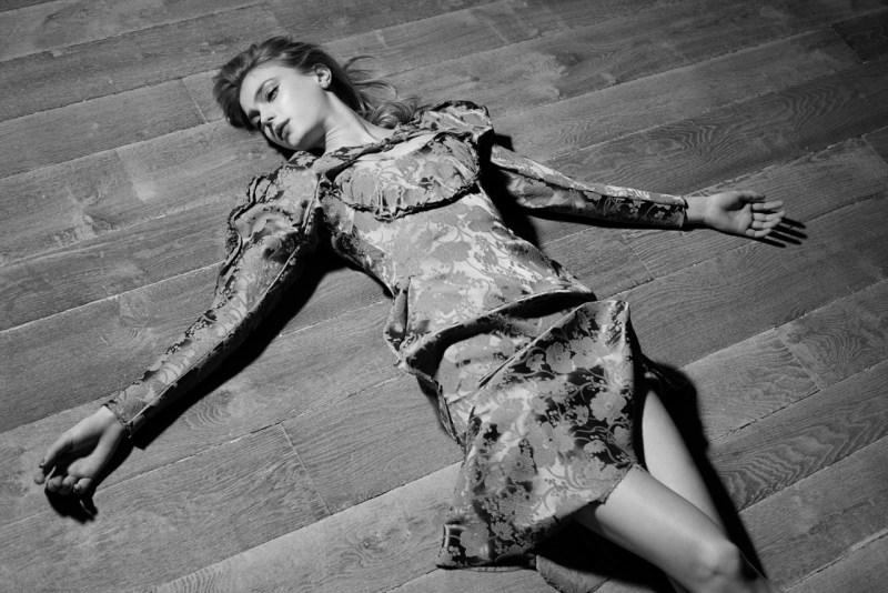 sigrid agren viva moda5 Sigrid Agren Evokes Modern Elegance for Viva! Moda by Eric Guillemain