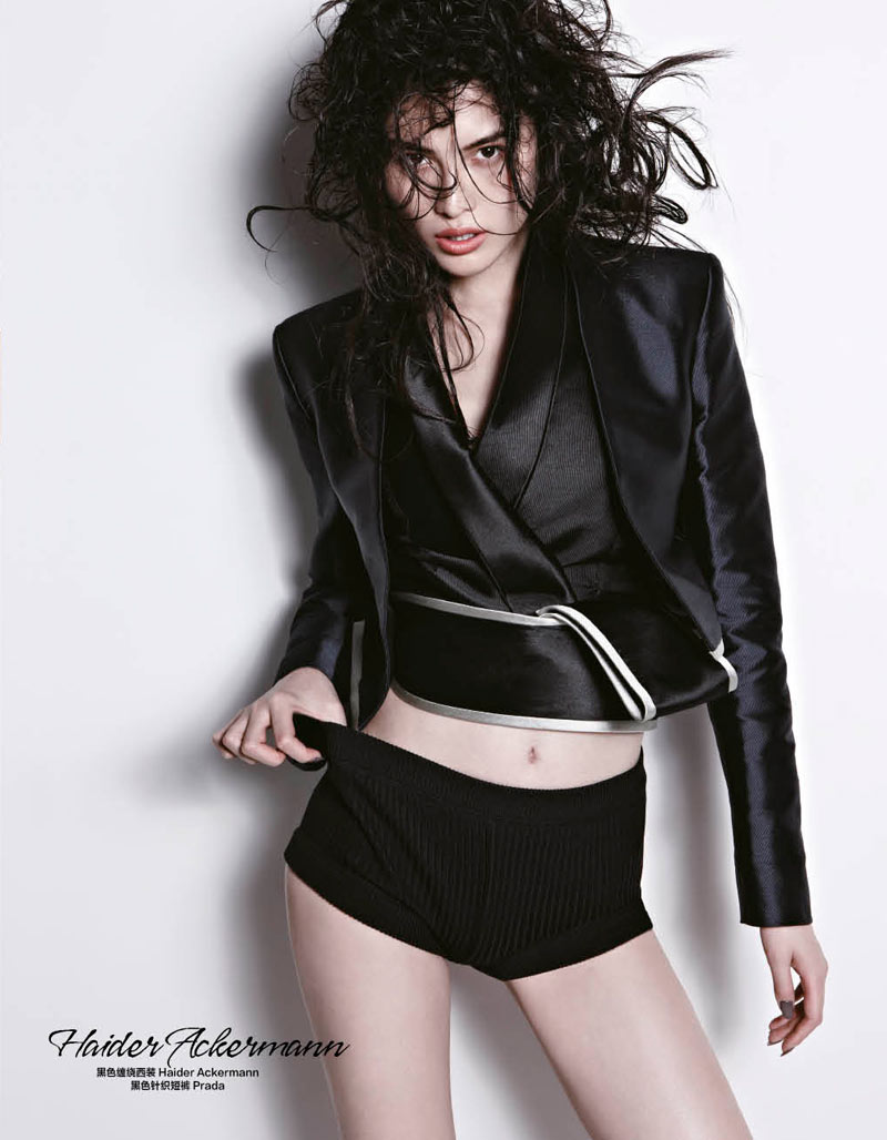 sui he bazaar china11 Sui He Models the Spring Collections for Harpers Bazaar Chinas March Cover shoot