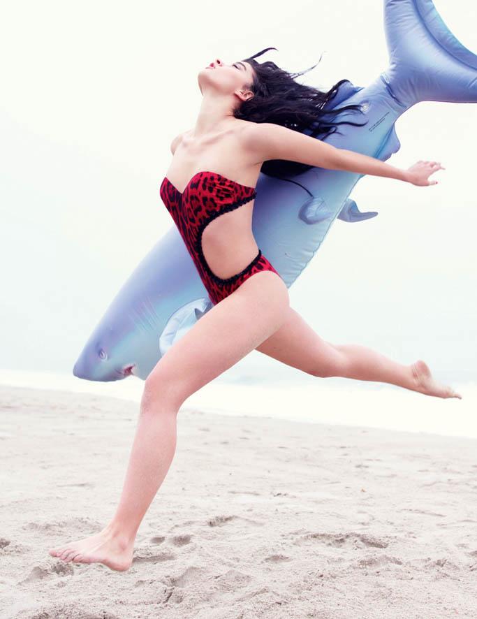 HUNGER_Crystal Renn_Shark