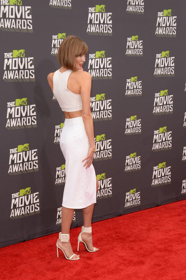 Karlie Kloss1 Karlie Kloss is White Hot in Cushnie et Ochs at the 2013 MTV Movie Awards