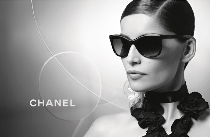 Laetitia Casta wearing CHANEL 6041 sunglasses