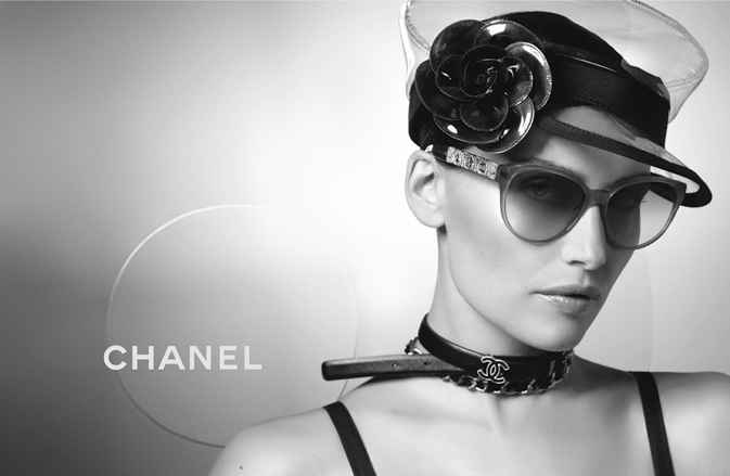 Laetitia Casta wearing CHANEL A40966 sunglasses