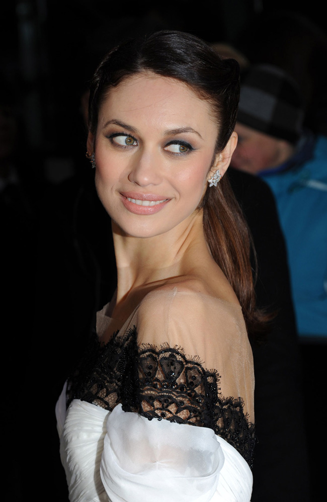OLGA Marchesa2 Olga Kurylenko is a Vision in Marchesa at the Oblivion London Premiere