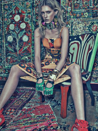 Sigrid Agren Models Bold Prints for Numéro #142 by Sebastian Kim