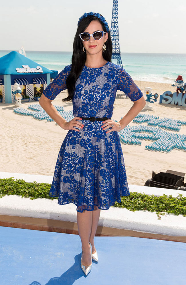 """Katy Perry is Ladylike in Monique Lhuillier at """"The Smurfs 2"""" Photocall in Cancun"""