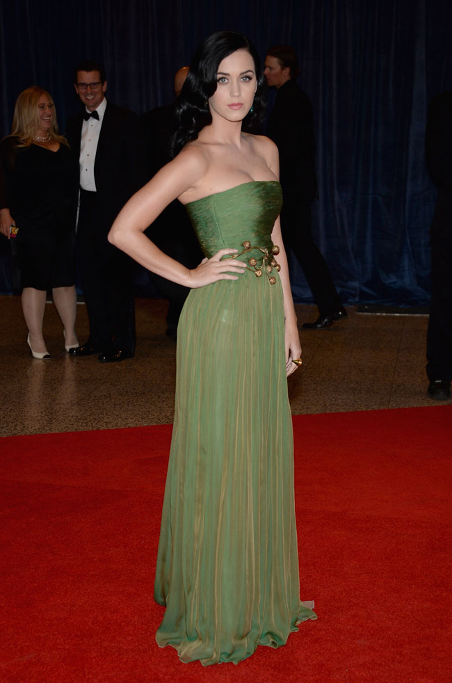 katy perry3 Katy Perry Wears Giambattista Valli at the 2013 White House Correspondents Association Dinner