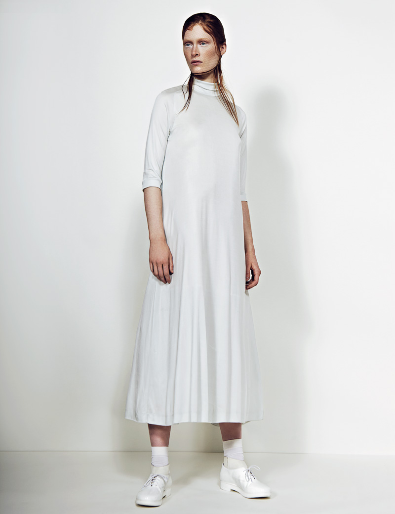 4 FW130405Soma 22602 Ilva Heitmann Dons All White for SOMA Magazine by Felix Wong