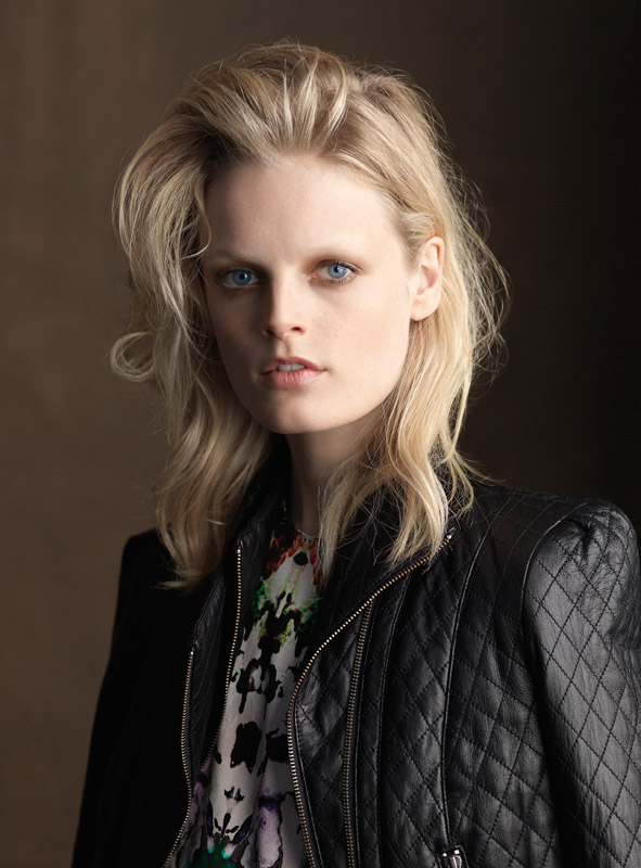 The 28-year old daughter of father (?) and mother(?), 178 cm tall Hanne Gaby Odiele in 2017 photo