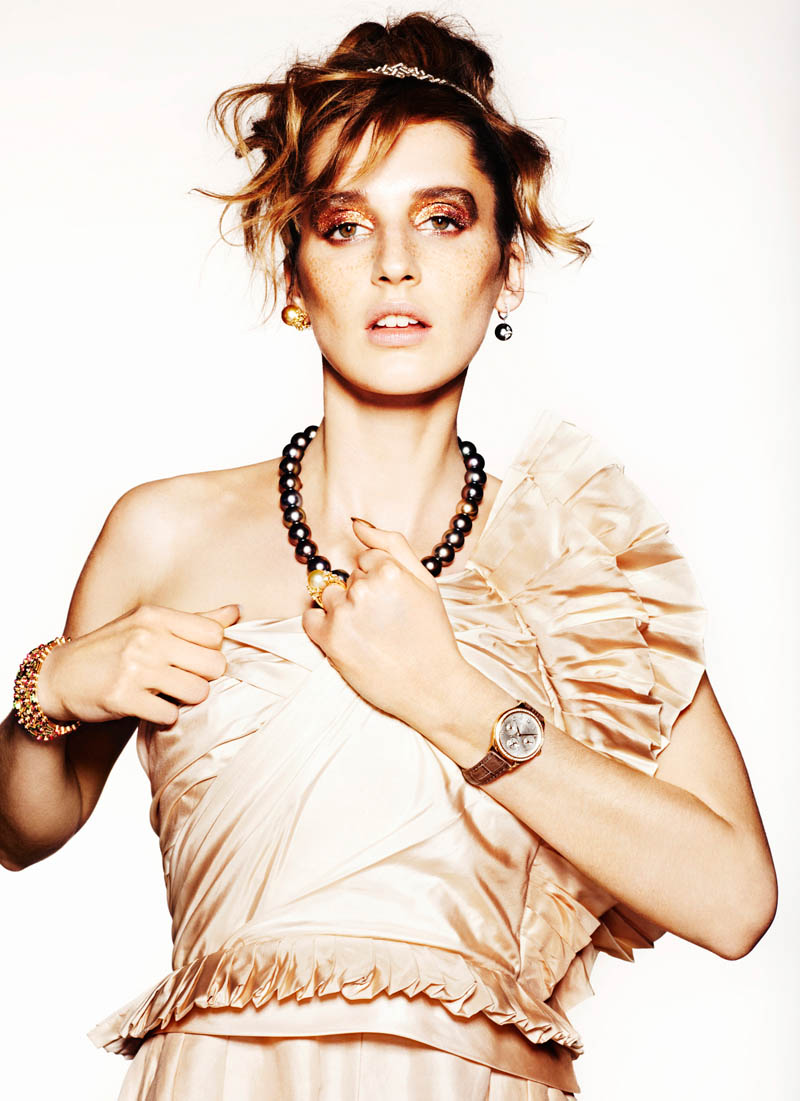 SHOT 04 sts arvedcolvin smith copy Sara Steiner Dons Elegant Gems for The Sunday Times Style by Arved Colvin Smith