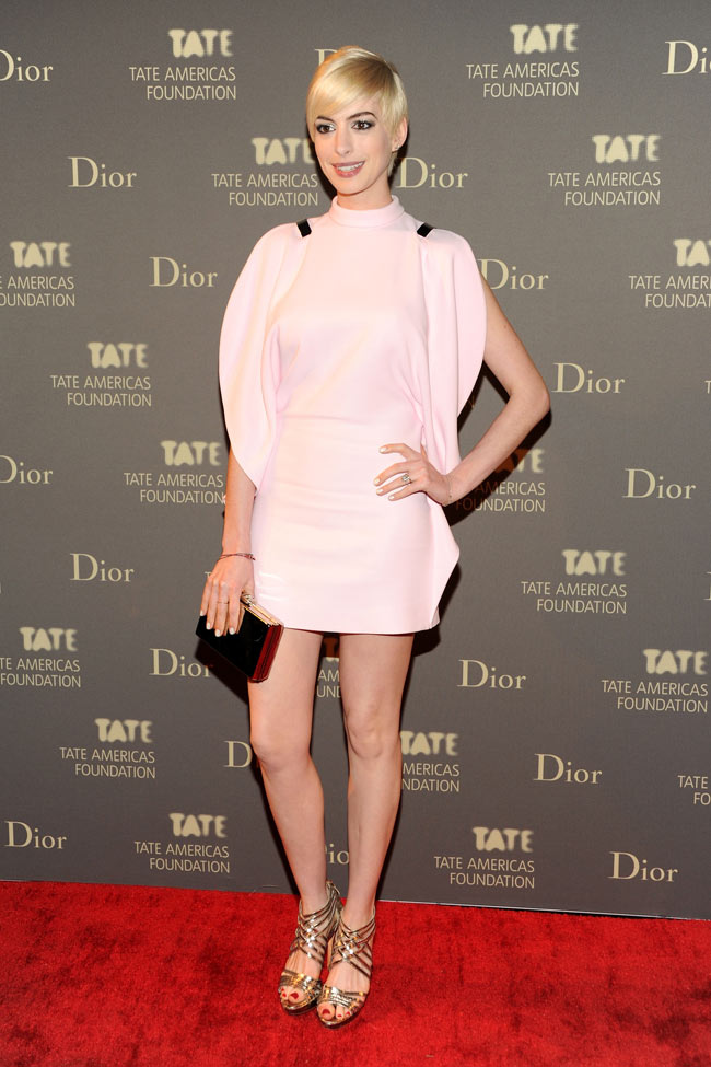 anne givenchy spring 20130 Anne Hathaway is a Givenchy Blonde at the 2013 Tate Americas Foundation Artists Dinner