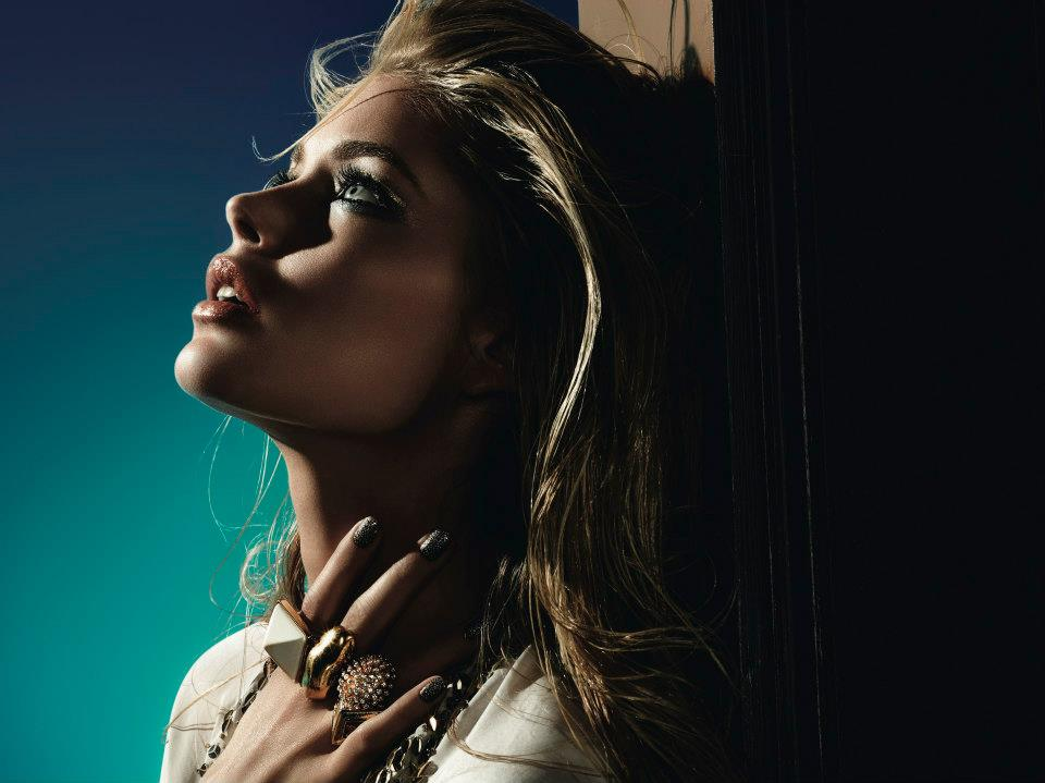 "Doutzen Kroes Shines in L'Oreal ""L'Or Sunset"" Collection for Festival de Cannes"