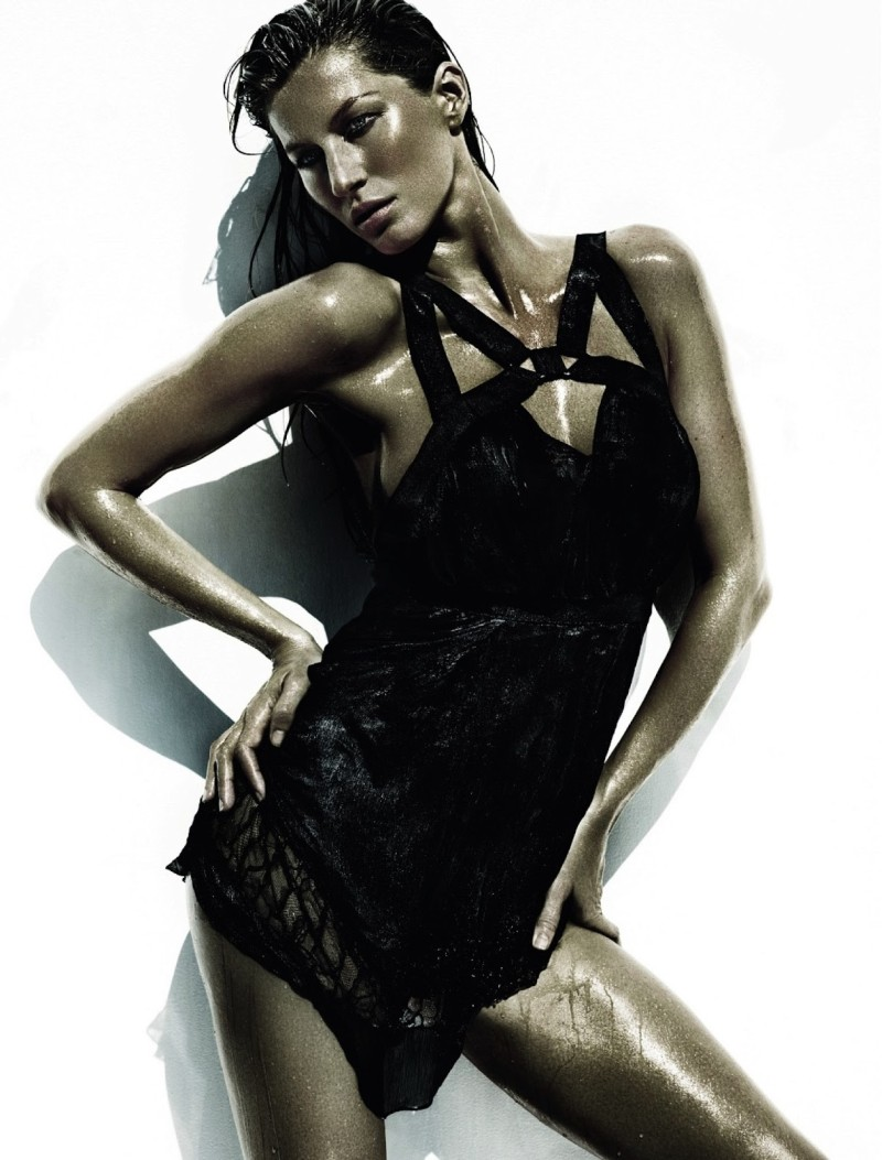 mario testino gisele11 Gisele Bundchen Wows for Vogue Brazil June 2013 by Mario Testino