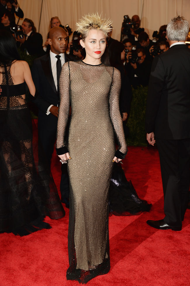 miley cyrus1 Miley Cyrus Channels Punk in Marc Jacobs for the 2013 Met Gala