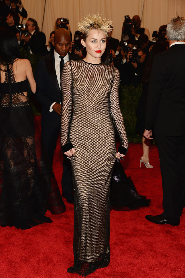 miley cyrus2 Miley Cyrus Channels Punk in Marc Jacobs for the 2013 Met Gala