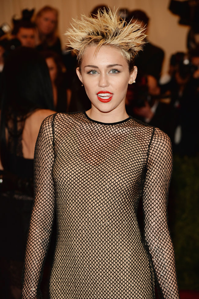 miley cyrus3 Miley Cyrus Channels Punk in Marc Jacobs for the 2013 Met Gala