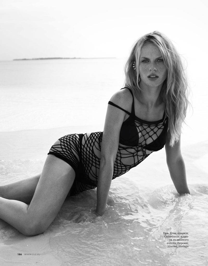 02 elle russia june13 bw anne v asa tallgard 800 Anne Vyalitsyna Sports Monochromatic Swim for Elle Russia by Asa Tallgard
