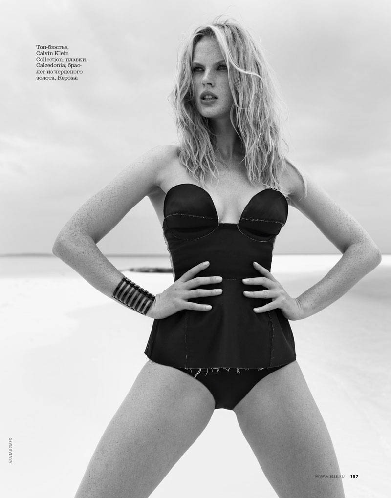 03 elle russia june13 bw anne v asa tallgard 800 Anne Vyalitsyna Sports Monochromatic Swim for Elle Russia by Asa Tallgard
